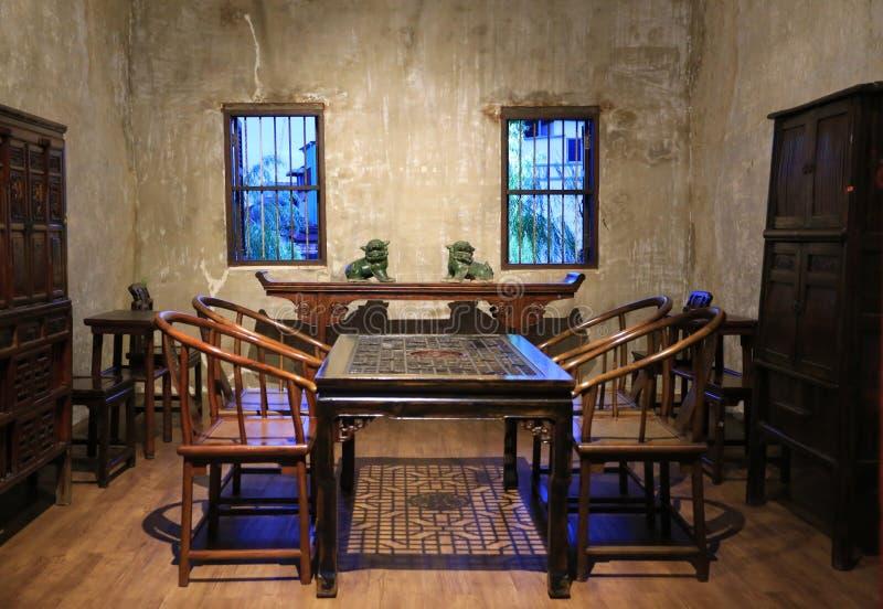 Mostra de madeira da exposição da sala de jantar do vintage do estilo chinês em Lhong Banguecoque 1919 fotos de stock