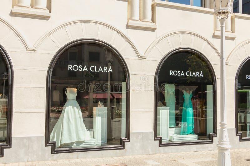 Mostra de uma loja luxuosa Rosa Clara da roupa imagem de stock