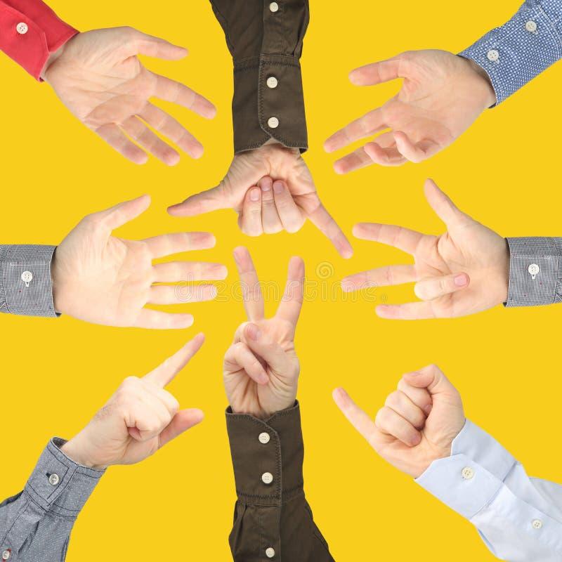Mostra dei segni delle dita esprimere le emozioni Mani di linguaggio dei segni immagini stock
