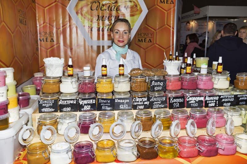Mostra dell'internazionale di Intercharm XVI dei cosmetici e delle attrezzature professionali per i saloni di bellezza immagini stock libere da diritti