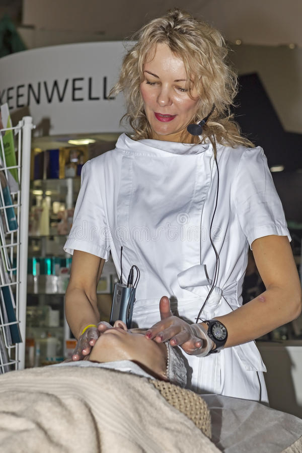 Mostra dell'internazionale di Intercharm XVII dei cosmetici e delle attrezzature professionali per i saloni di bellezza fotografia stock