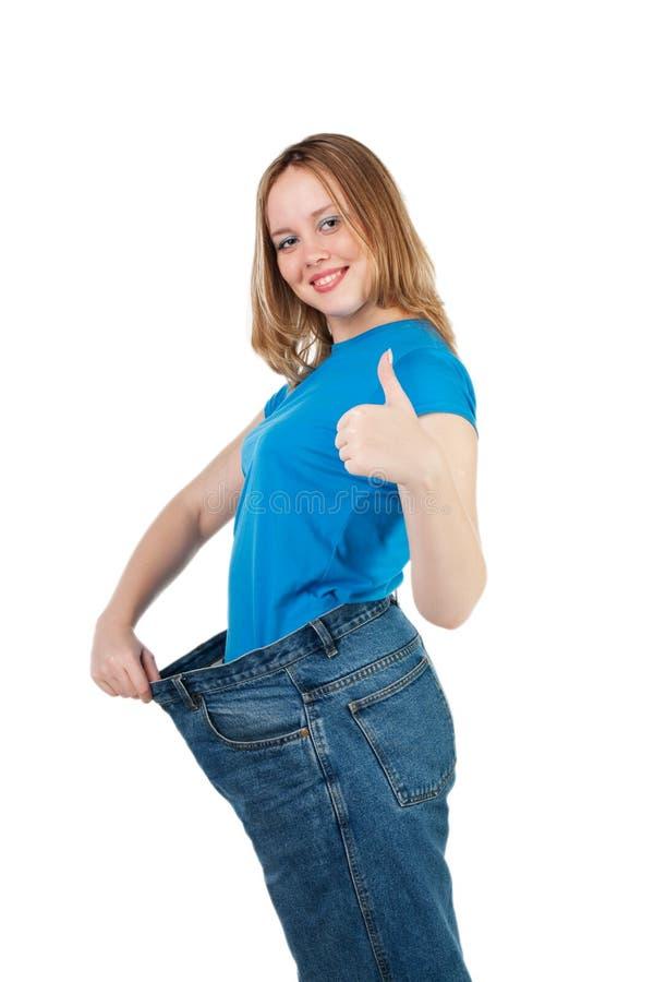 Mostra della donna quanto peso ha perso. immagini stock