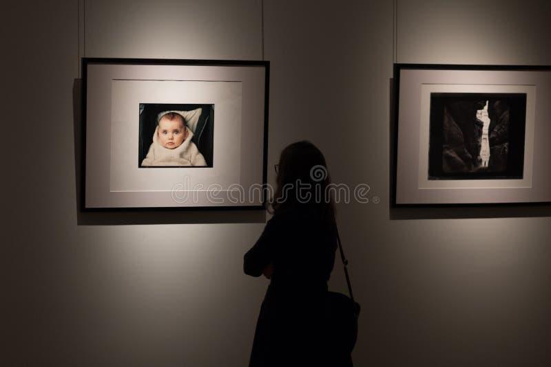Mostra delle fotografie del fotografo americano famoso Annie Leibovitz fotografia stock