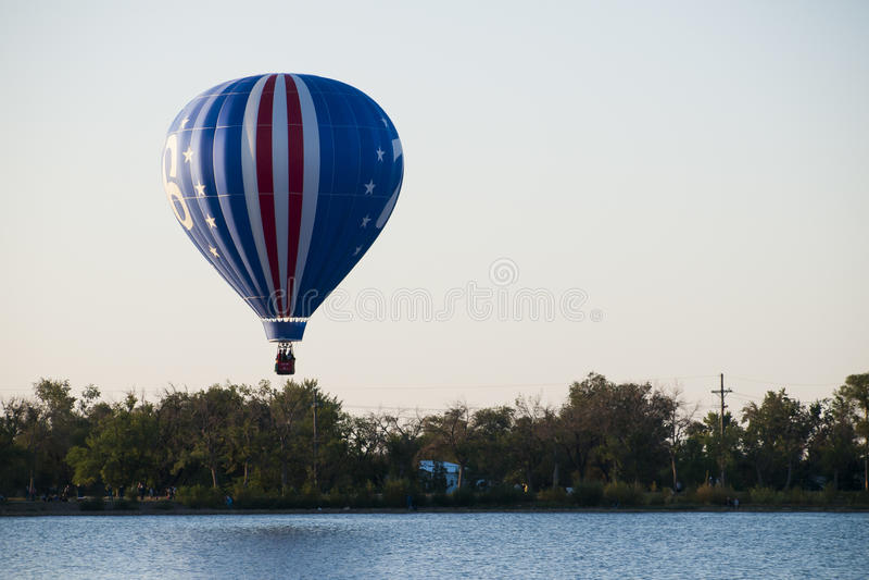 Download Mostra do balão imagem de stock. Imagem de clássico, summertime - 26503843