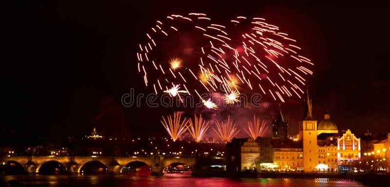 Mostra do fogo de artif?cio do ano 2019 novo sobre Praga foto de stock royalty free