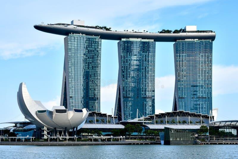 Mostra do laser de Singapura Marina Bay Sand e jardim pela baía fotos de stock