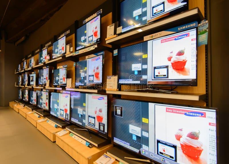 Mostra do LCD na compra do poder em Chidlom central Banguecoque fotografia de stock royalty free