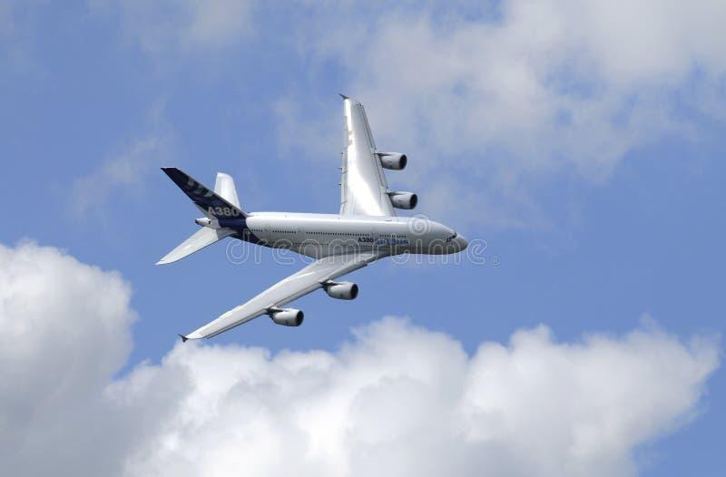 Mostra do vôo de Airbus 380 na mostra de ar de Paris fotos de stock