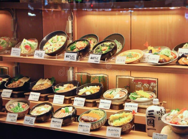 Mostra japonesa da exposição do alimento na frente do restaurante imagem de stock royalty free