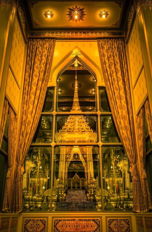 Mostra su cerimonia reale di cremazione, terra cerimoniale di Sanam Luang, Bangkok, Tailandia su November7,2017: Crematorio reale immagine stock libera da diritti