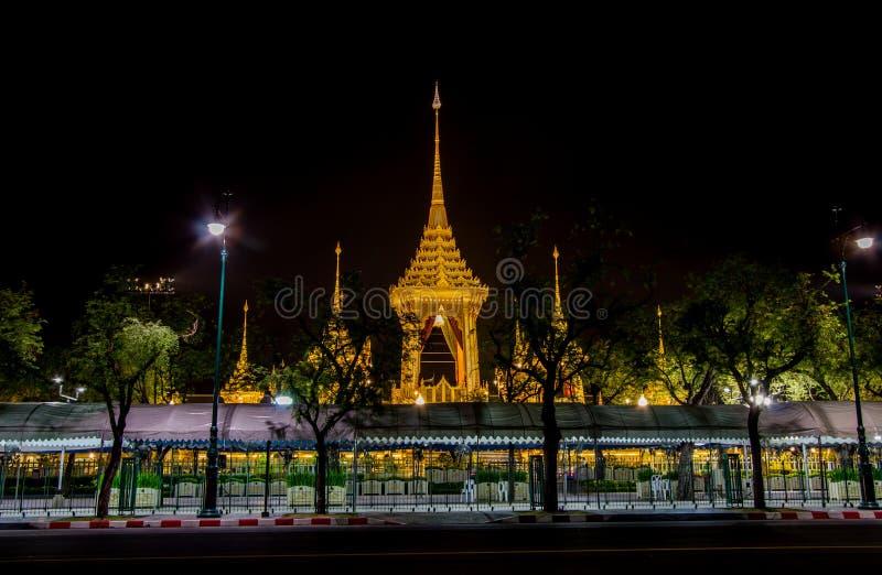 Mostra su cerimonia reale di cremazione, terra cerimoniale di Sanam Luang, Bangkok, Tailandia su November7,2017: Crematorio reale immagini stock