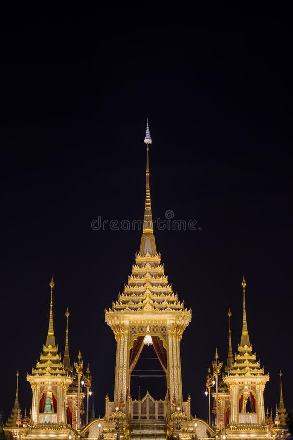 Mostra su cerimonia reale di cremazione, terra cerimoniale di Sanam Luang, Bangkok, Tailandia su November7,2017: Crematorio reale fotografia stock