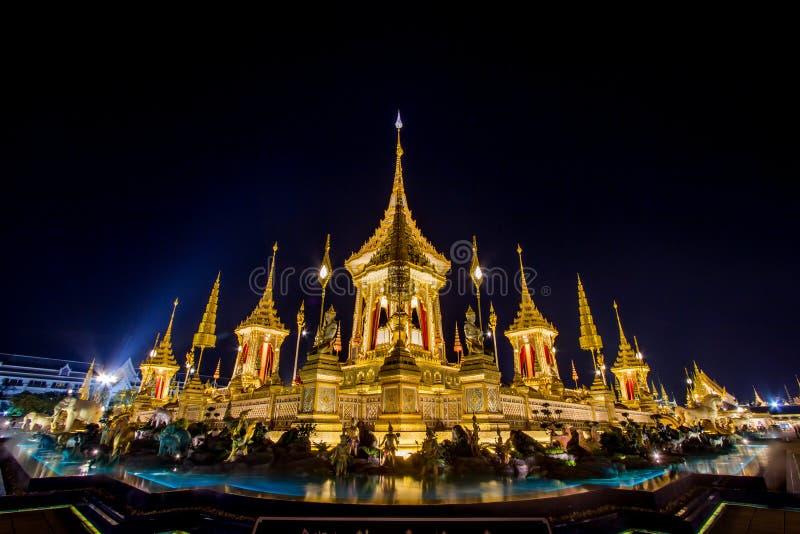 Mostra su cerimonia reale di cremazione, terra cerimoniale di Sanam Luang, Bangkok, Tailandia su November7,2017: Crematorio reale fotografie stock libere da diritti