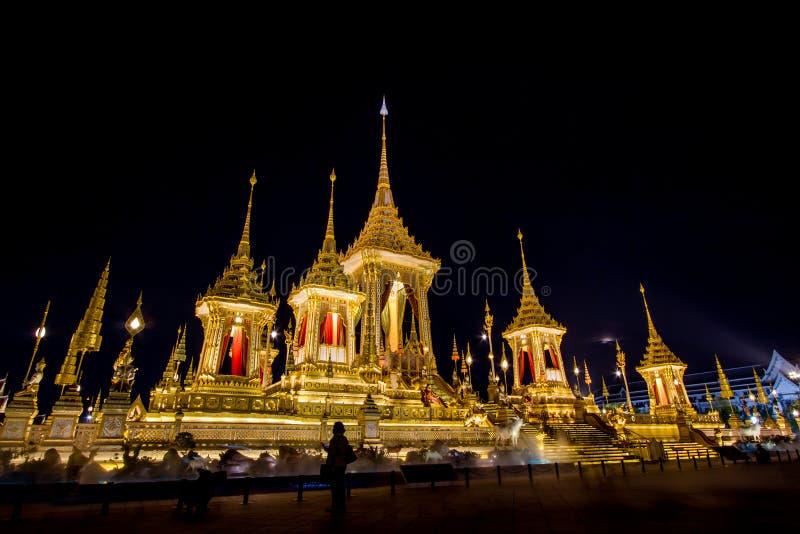 Mostra su cerimonia reale di cremazione, terra cerimoniale di Sanam Luang, Bangkok, Tailandia su November7,2017: Crematorio reale fotografia stock libera da diritti