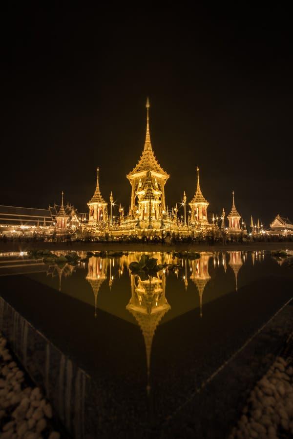 Mostra su cerimonia reale di cremazione, terra cerimoniale di Sanam Luang, Bangkok, Tailandia su November7,2017: Crematorio reale fotografie stock