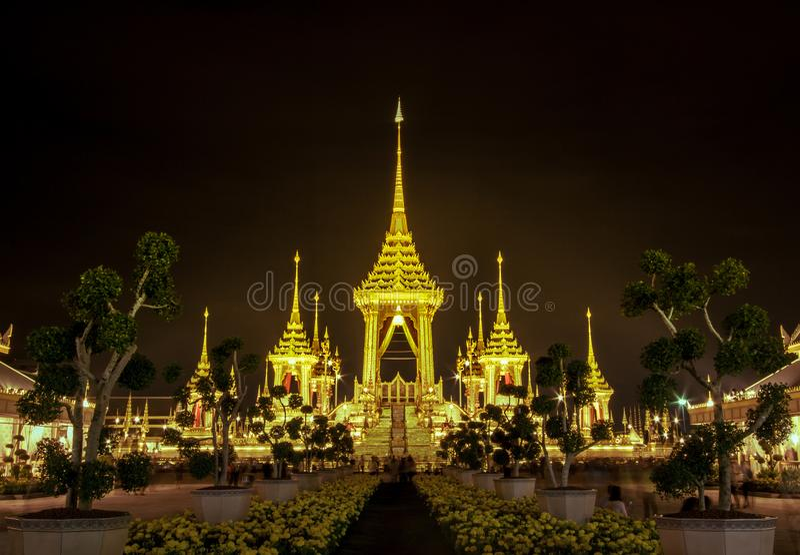 Mostra su cerimonia reale di cremazione, terra cerimoniale di Sanam Luang, Bangkok, Tailandia su November7,2017: Crematorio reale immagine stock