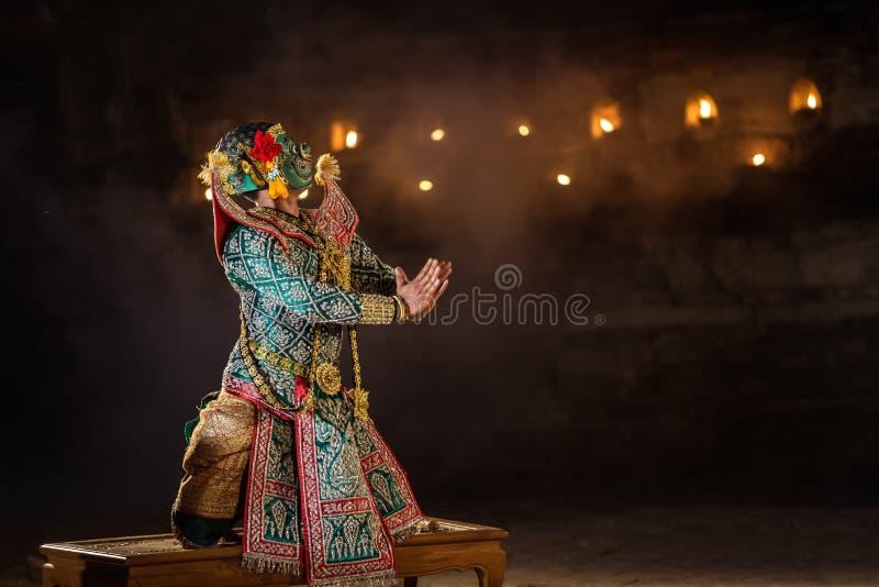 Mostra TAILANDESA de KHON a dança tradicional tailandesa mascarada da história de Ramayana imagem de stock