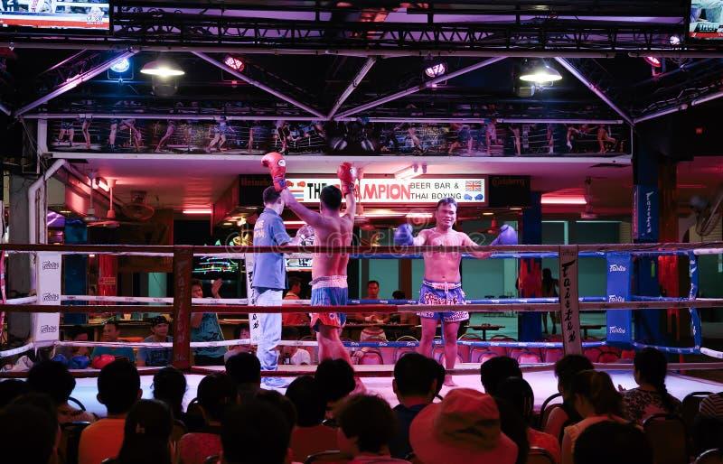 Download Mostra Tailandesa Do Encaixotamento Aos Turistas Na Barra Da Noite Fotografia Editorial - Imagem de luta, martial: 65575987