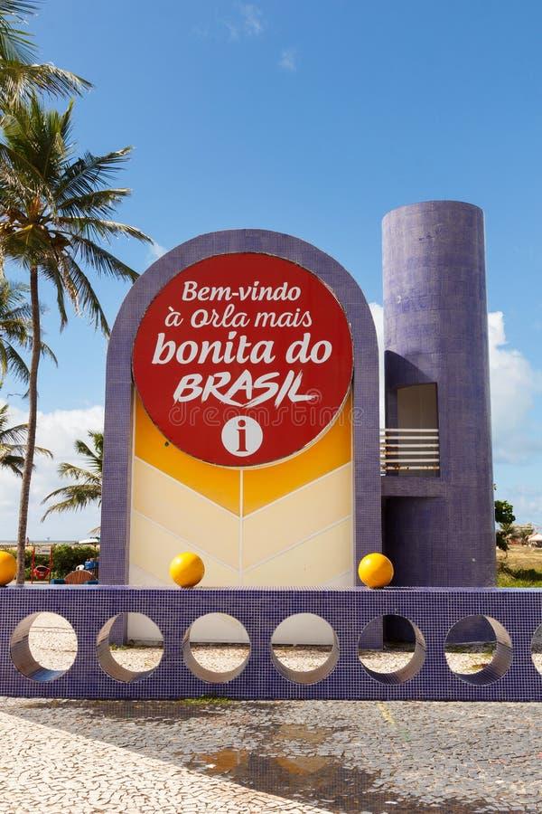 Mostrador de información en la playa famosa Atalaia en Aracaju, Sergipe, el Brasil fotografía de archivo libre de regalías