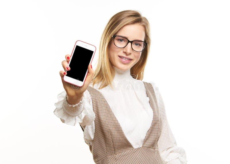 Mostrando lhe um telefone esperto imagens de stock royalty free