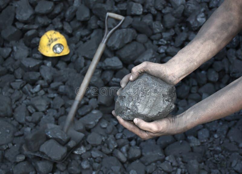 Mostrando o carvão de pedra imagem de stock royalty free