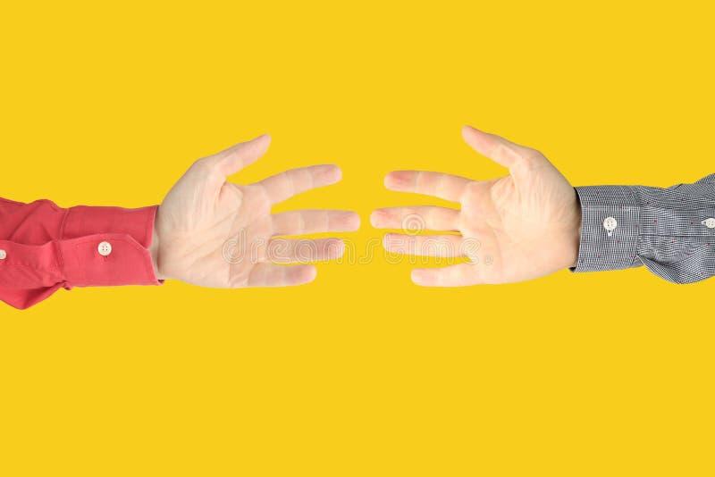 Mostrando os sinais dos dedos expressar emo??es M?os da linguagem gestual foto de stock royalty free
