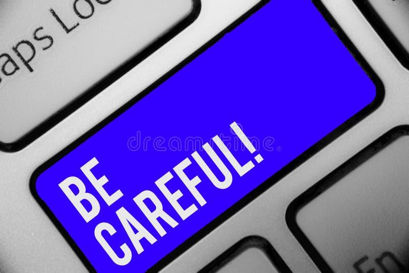 Mostrar da nota da escrita seja cuidadoso Certificação apresentando da foto do negócio de evitar o teclado potencial k azul do pe ilustração royalty free