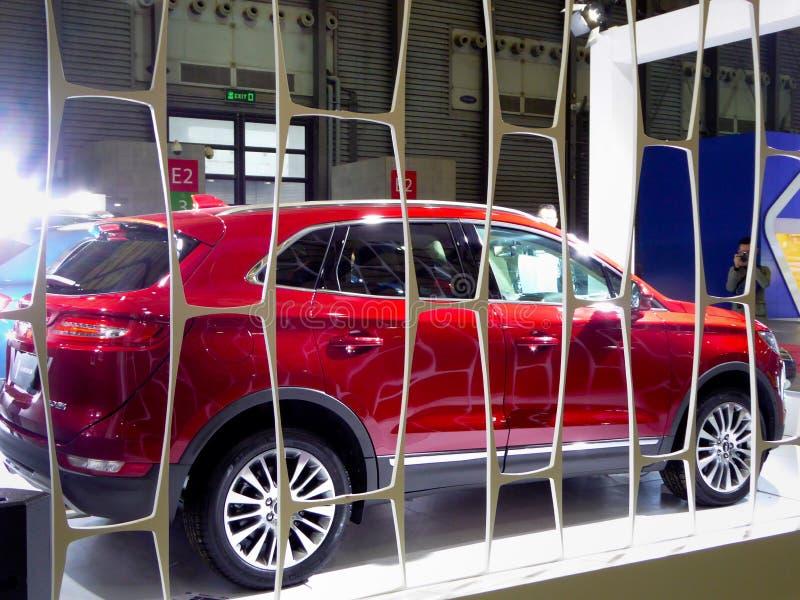 Mostre carros na feira automóvel fotografia de stock royalty free