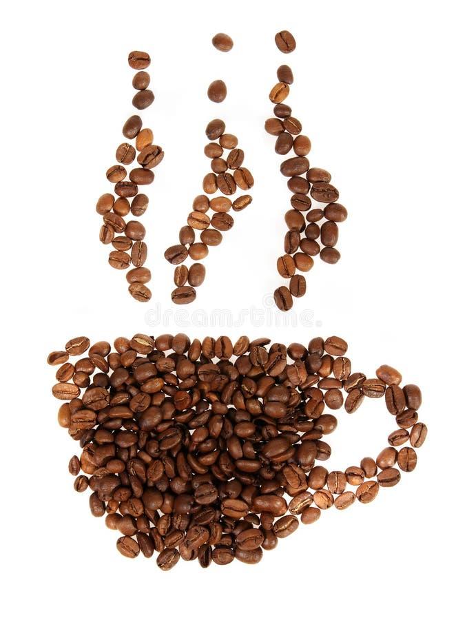Mostre em silhueta canecas de feijões de café no branco fotos de stock royalty free