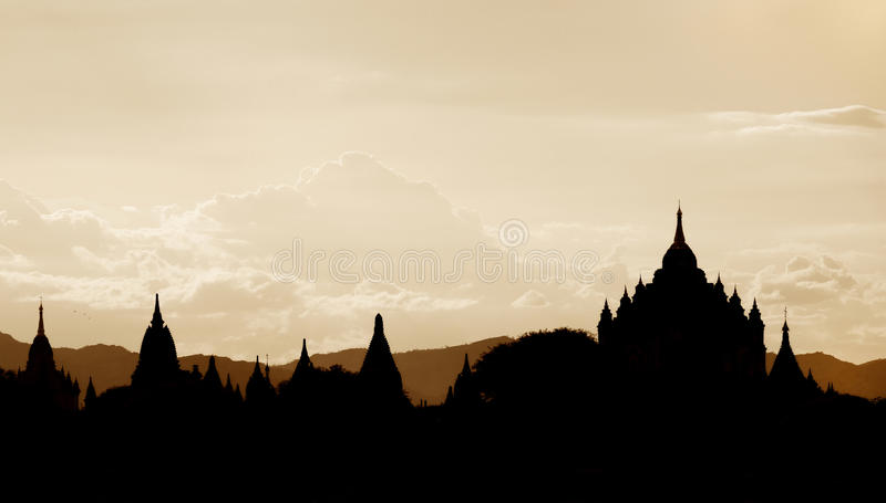 Mostre em silhueta os templos de Bagan, Bagan, Myanmar imagens de stock royalty free