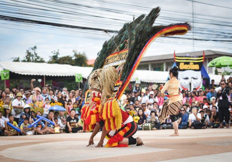 Mostri il ballo dall'Indonesia fotografie stock