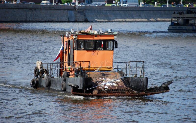 ` Mosvodostoka ` шлюпки на реке Moskva около Кремля стоковое изображение