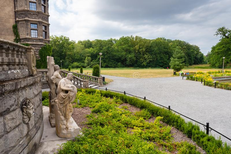 Moszna城堡的绿地在波兰西南部,其中一座在的最壮观的城堡 库存照片