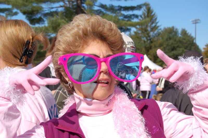 mot bröstcancer som gör kliv royaltyfri foto