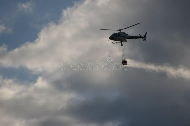 mot brandflygvatten royaltyfri foto