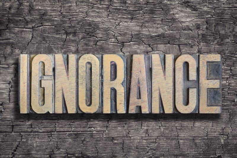 Mot d'ignorance brûlé en bois images stock