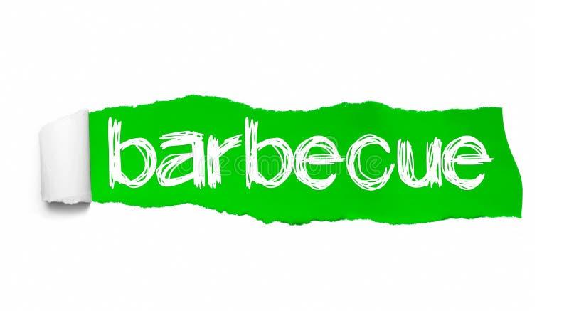 Mot de barbecue ?crit sous le papier d?chir? vert photos stock