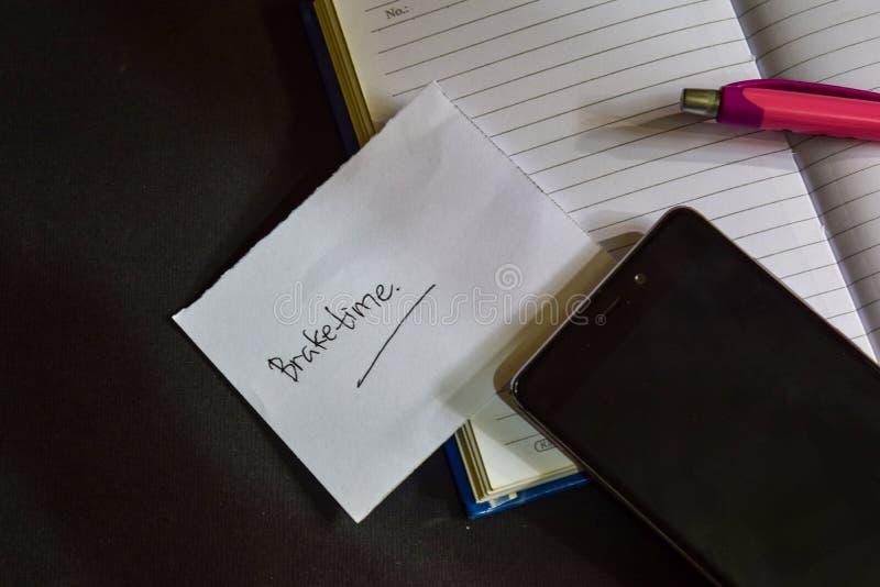 Mot de Braketime écrit sur le papier Texte de Braketime sur le cahier, concept noir de fond photos stock