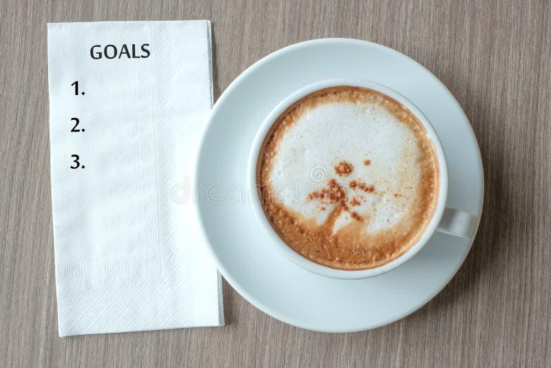 Mot de BUTS avec la tasse de café chaude de cappuccino sur le fond de table au matin Nouveau début de nouvelle année, résolution, photographie stock libre de droits
