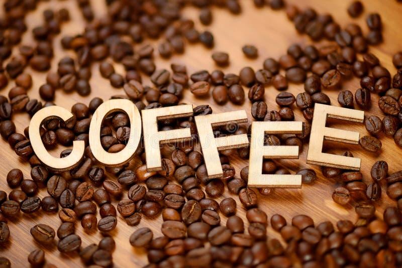 Mot de café avec des haricots images libres de droits