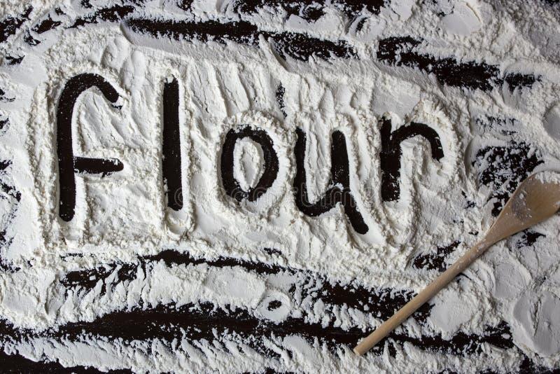 Mot de farine écrit sur la farine image libre de droits