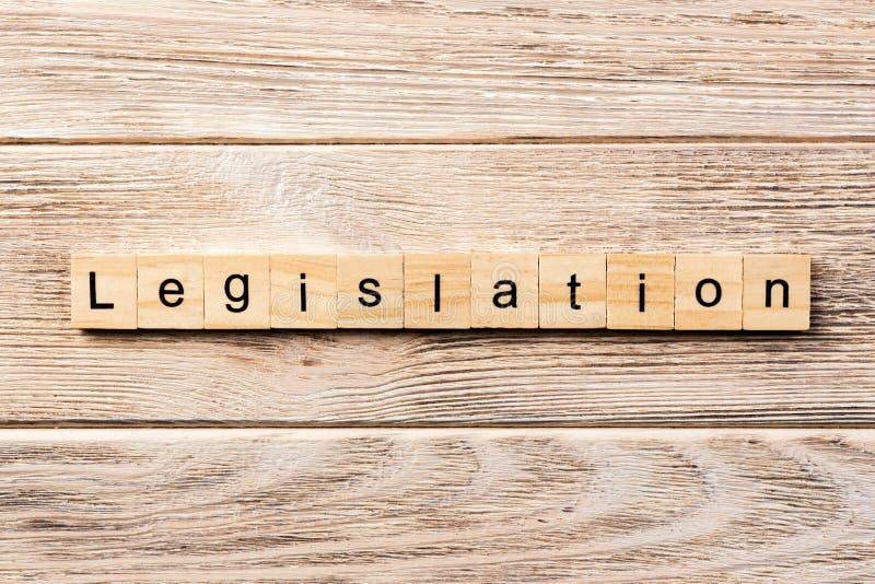 Mot de législation écrit sur le bloc en bois texte de législation sur la table, concept images stock