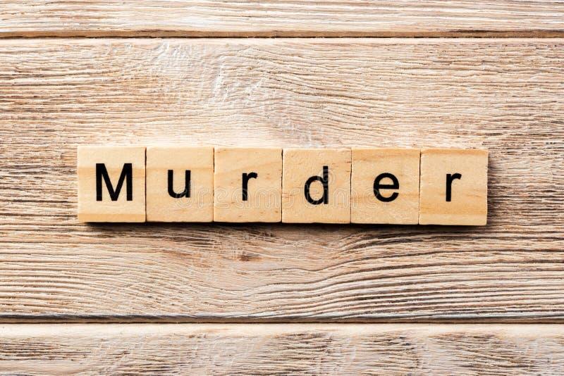 Mot de meurtre écrit sur le bloc en bois texte de meurtre sur la table, concept image libre de droits