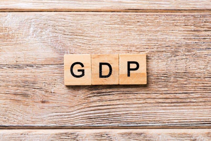 Mot de PIB écrit sur le bloc en bois Texte de PIB sur la table en bois pour votre desing, concept image libre de droits