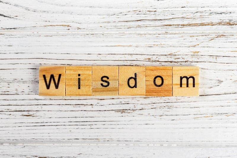 Mot de sagesse fait avec le concept en bois de blocs image libre de droits