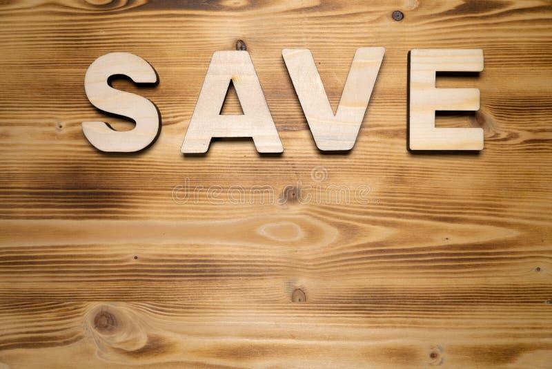 Mot DE SAUVEGARDE fait avec les blocs constitutifs sur le conseil en bois photos stock