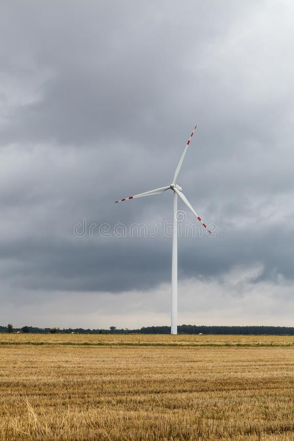 mot den molniga skywindmillen arkivfoton