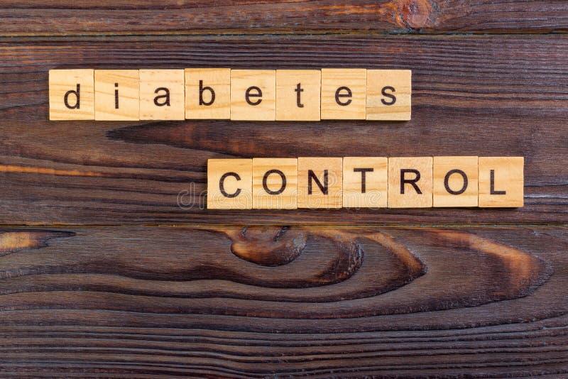 mot des textes de contrôle de diabète fait avec les blocs en bois Prévention de diabète de concept photo stock