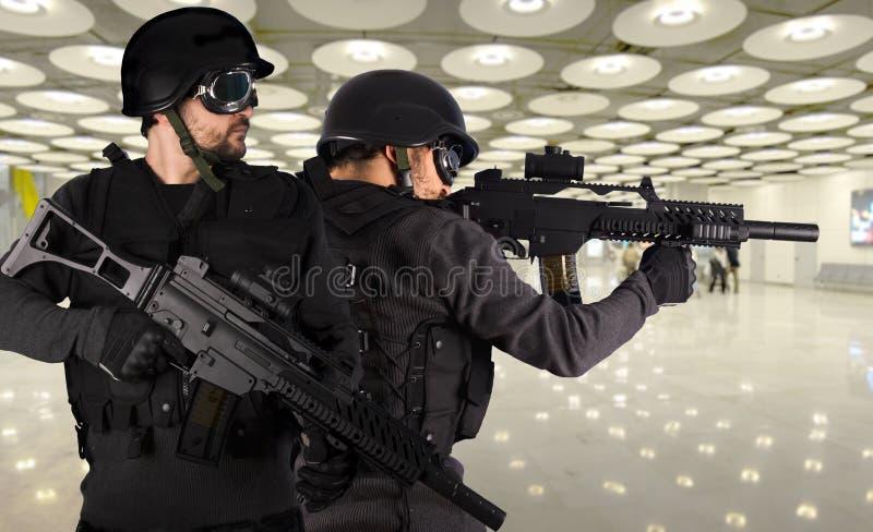 mot försvar tjäna som soldat terrorism två arkivfoto