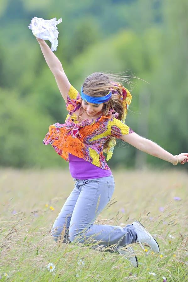mot sommar för flickabanhoppningäng fotografering för bildbyråer